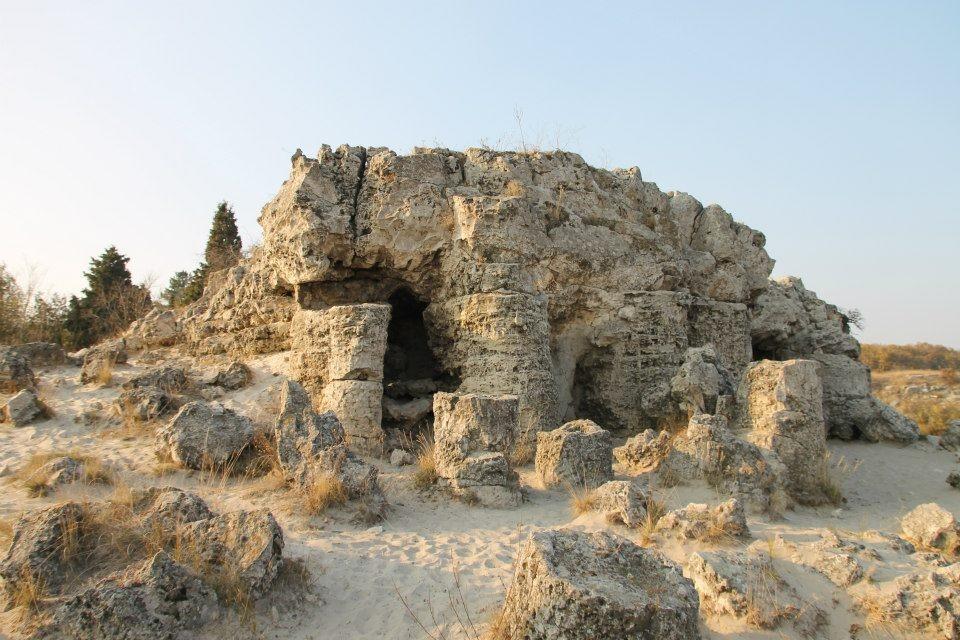 Еднодневна екскурзия до Побити камъни, Музея на мозайките в Девня и крепостта Овеч в Провадия