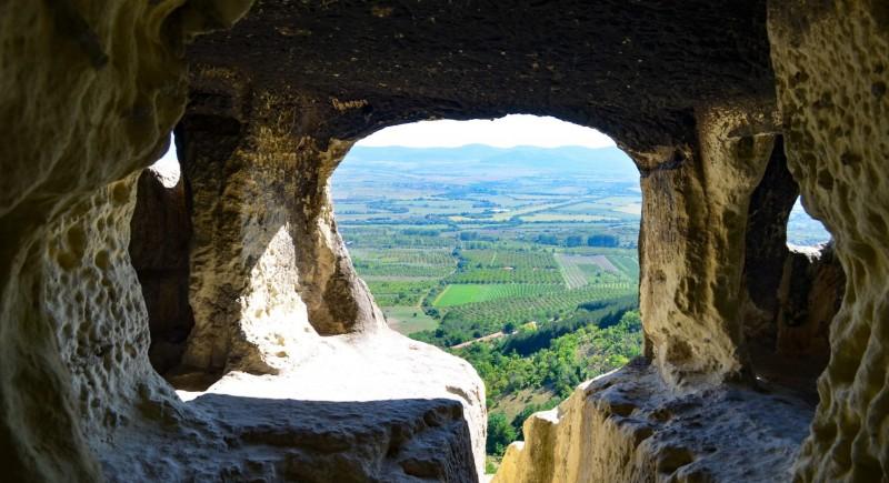 Скалните манастири от Шуменското плато