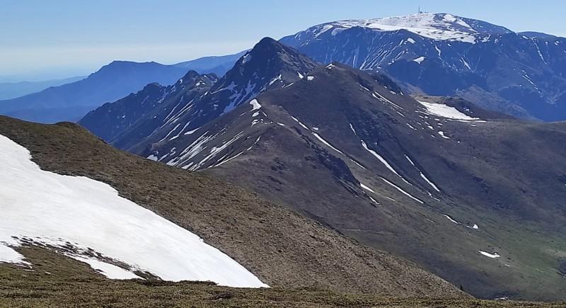 Разходка по билото на Стара планина. Сопот, хижа Добрила, връх Амбарица