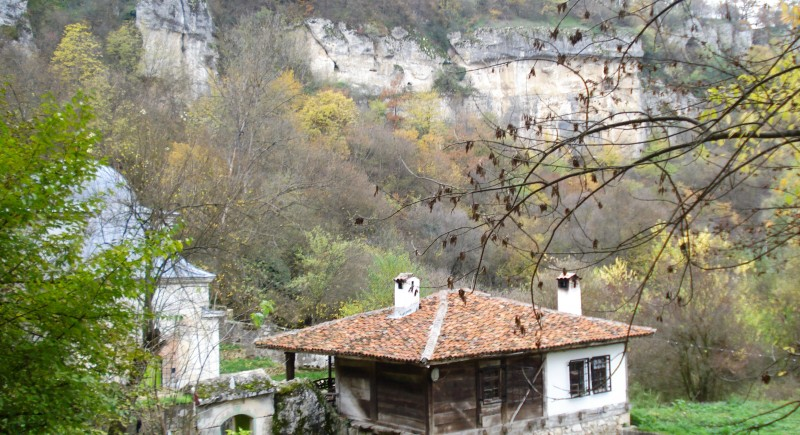 Еднодневна екскурзия до Ивановски скални църкви, Басарбовски манастир и Свещари .
